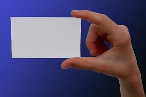 Die Visitenkarte bietet alle Informationen über die eigene Person, besitzt Wiedererkennungswert und ist zugleich Teil des Firmen-Brandings. (Foto: S. Hofschlaeger  / pixelio.de)